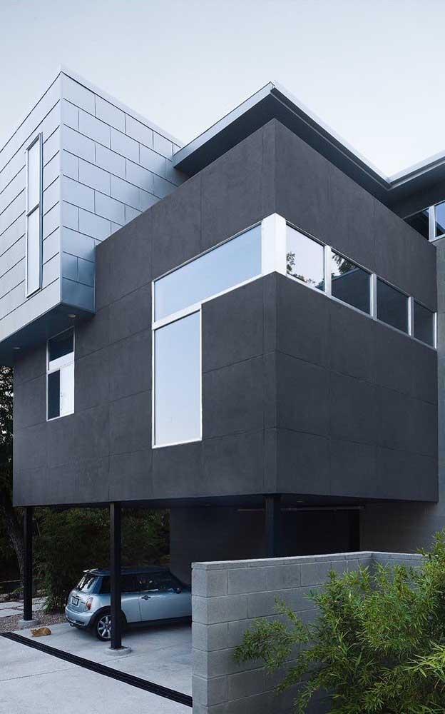 Fachada moderna com janelas simples de alumínio