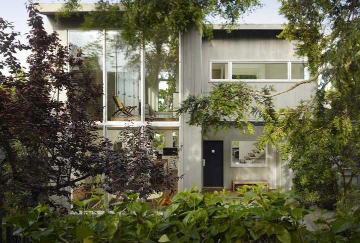 Janelas de alumínio são opção moderna e versátil para fachada de casas