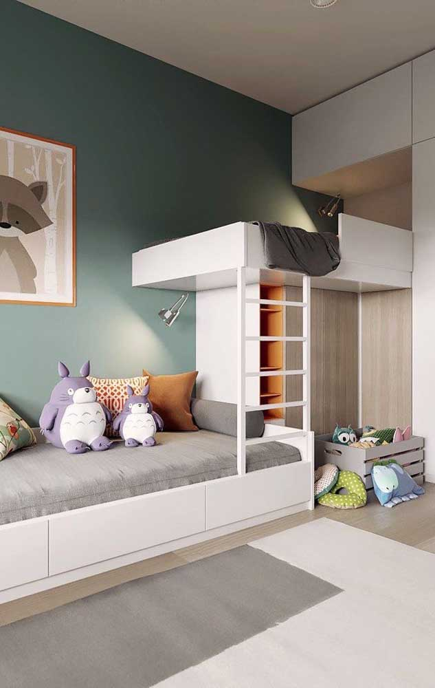Disposição funcional para as camas dos gêmeos. Repare que no vão embaixo do beliche foi criado um armário