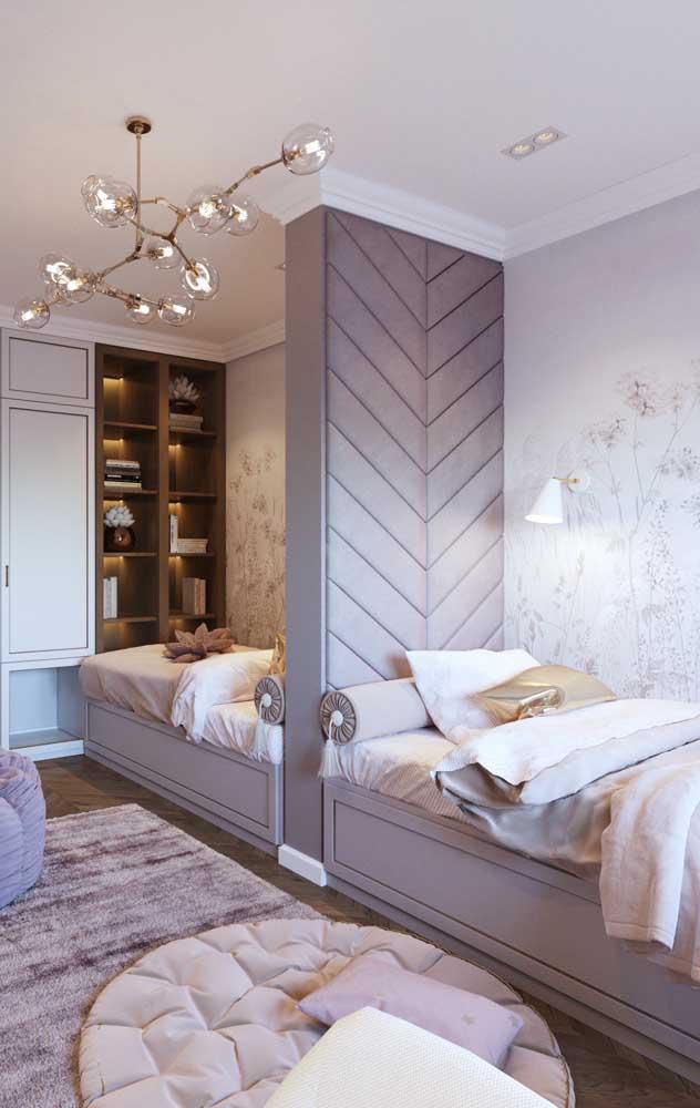Para aproveitar melhor o espaço do quarto de gêmeos aposte em camas com gaveteiros