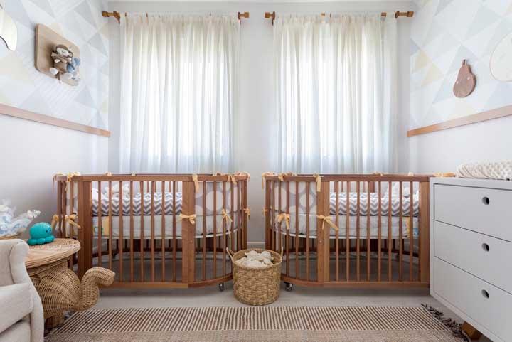 Berço de madeira redondo para o quarto de gêmeos