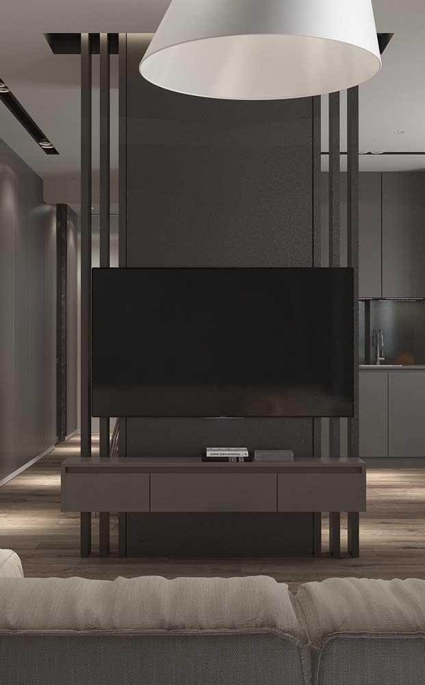 Rack suspenso com painel preto, de design moderno, clean e funcional