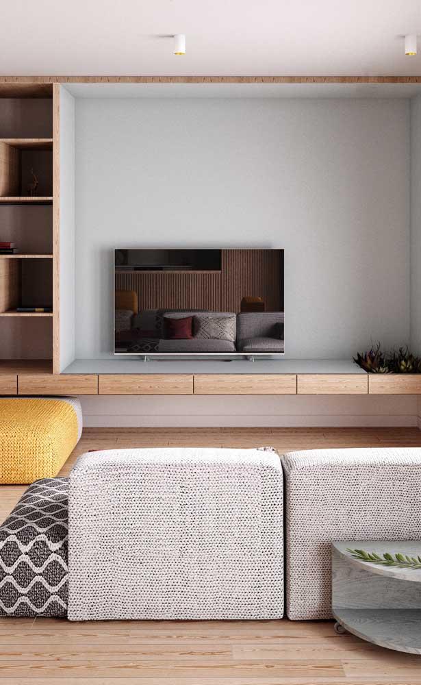 Rack suspenso de madeira feito sob medida para a sala de estar