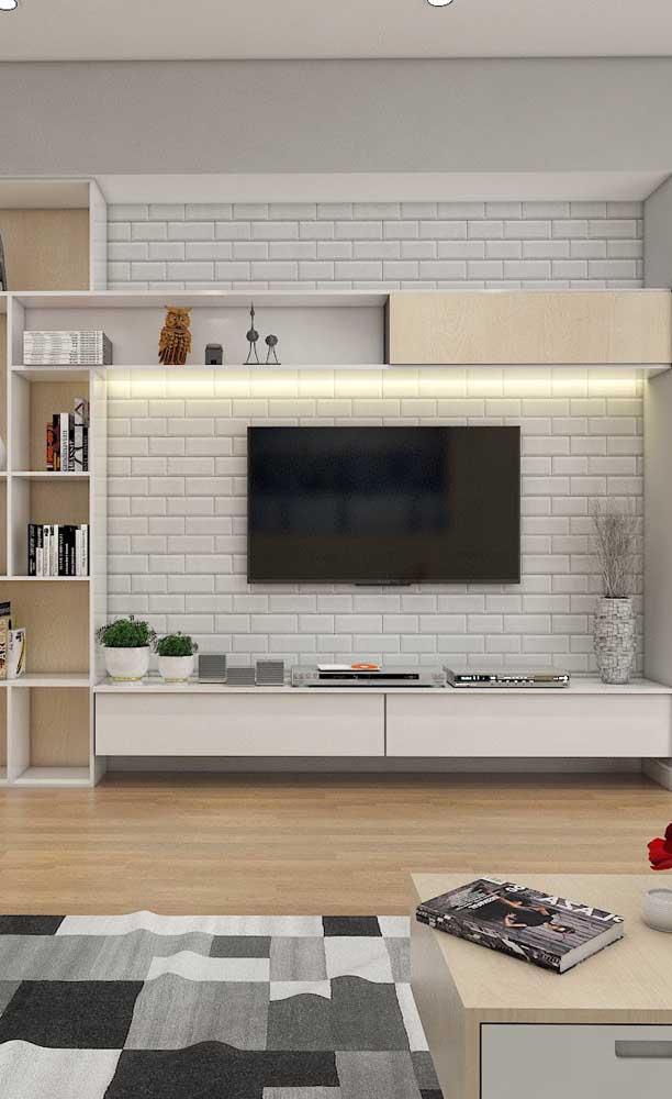 Rack com painel branco suspenso: modelo perfeito para decorações cleans e modernas