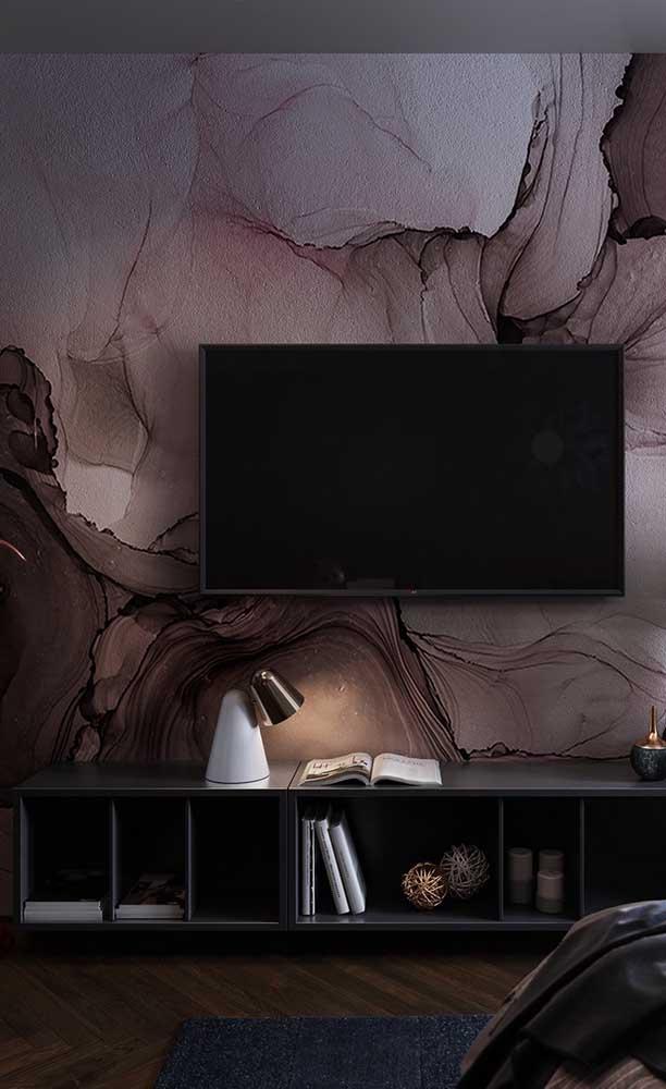 Lindo trabalho de textura na parede que funciona como painel do rack
