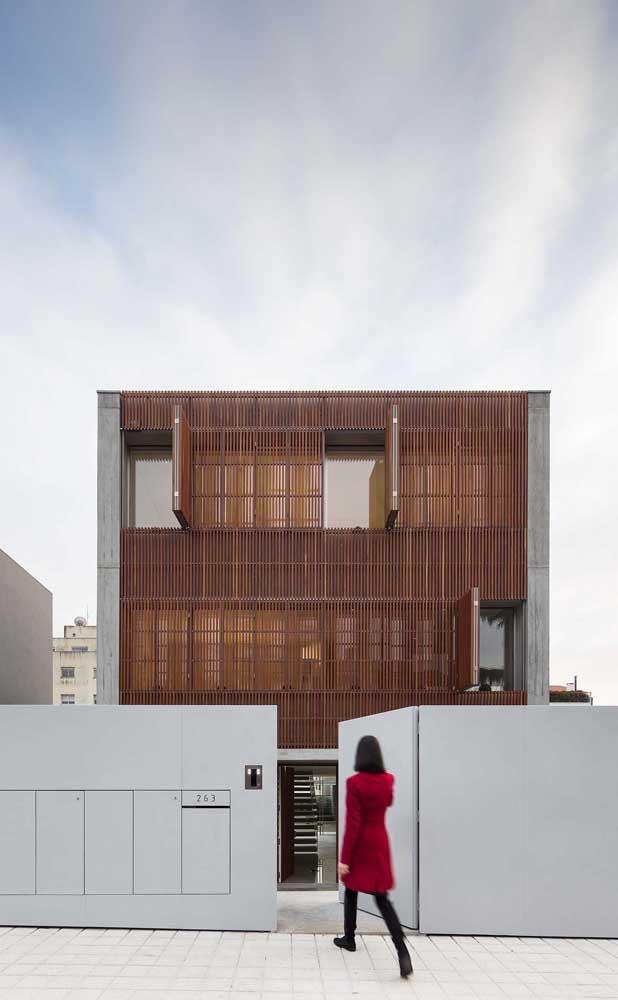 O metal também é uma ótima opção de material para muros modernos