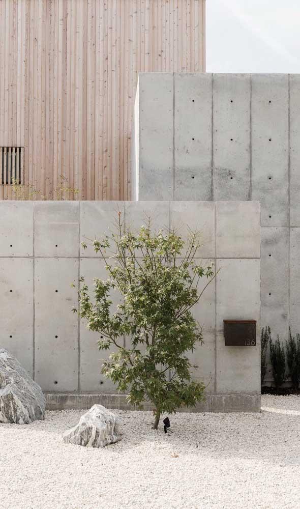 O concreto aparente é o destaque desse muro super contemporâneo