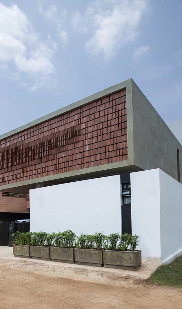 Muro simples e moderno feito em alvenaria
