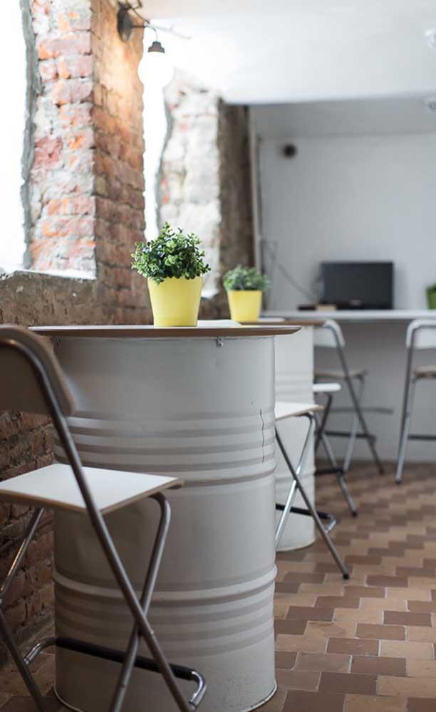 Mesinha de tonel: ótima ideia para bares e cafés