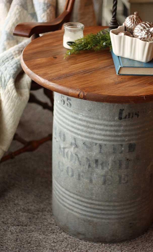 Aqui, a tampa de madeira também se destaca, especialmente quando contrastada com o tonel rústico