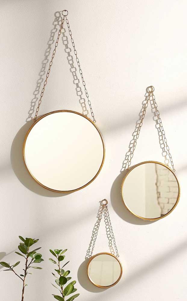 Aqui, os três espelhos Adnet compartilham de algo novo: a corrente de metal