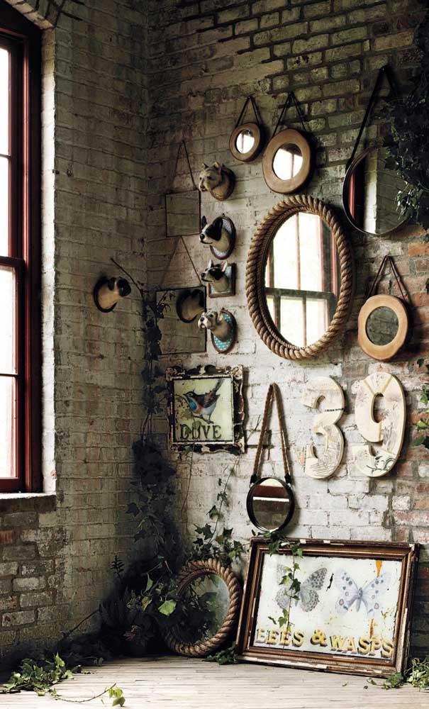 Um cantinho especial da casa para exibir a coleção de espelhos Adnet