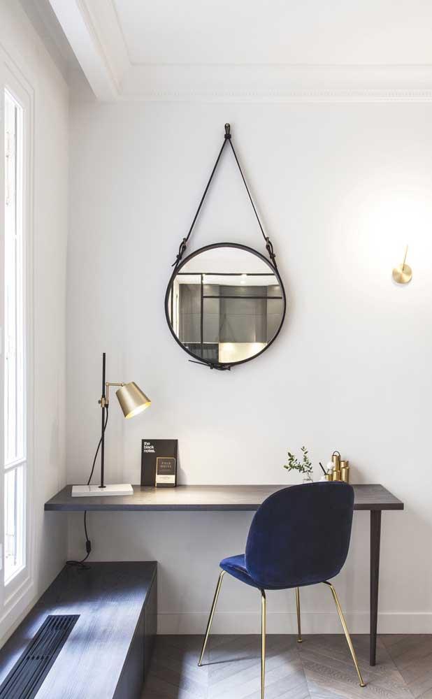 Aqui, o espelho Adnet foi usado junto com a escrivaninha de trabalho do quarto