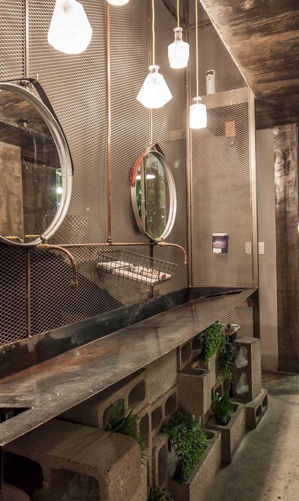 Espelho Adnet no banheiro industrial: vai bem também!