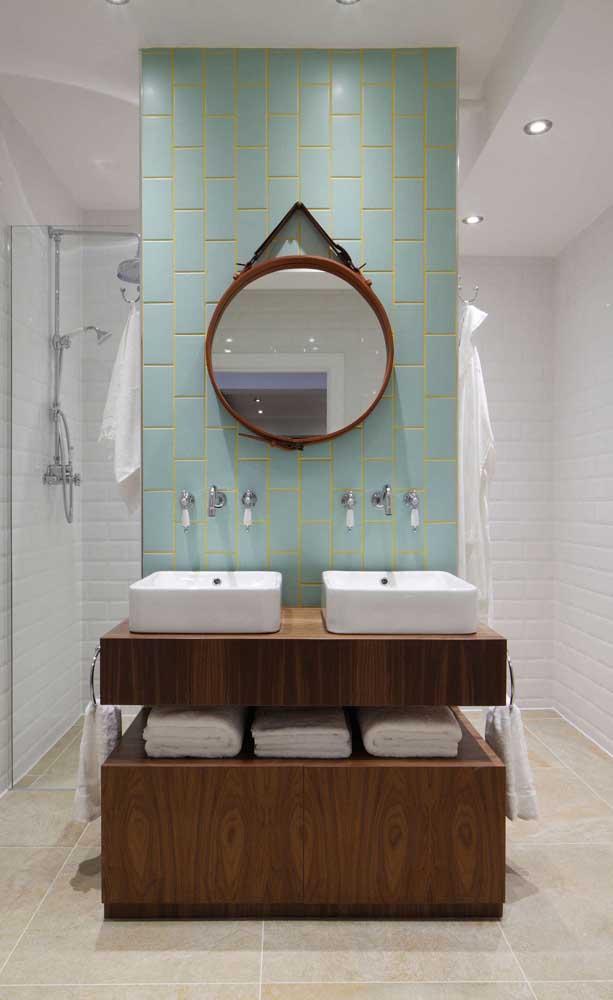 Proporcione o tamanho do espelho Adnet com o tamanho da parede