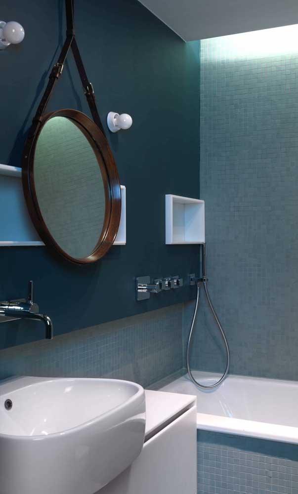 Espelho Adnet marrom para garantir a elegância do banheiro