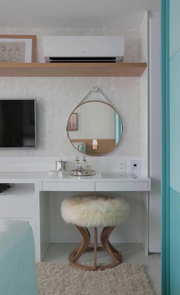 Espelho Adnet com moldura fina e delicada: ideal para compor a penteadeira do quarto