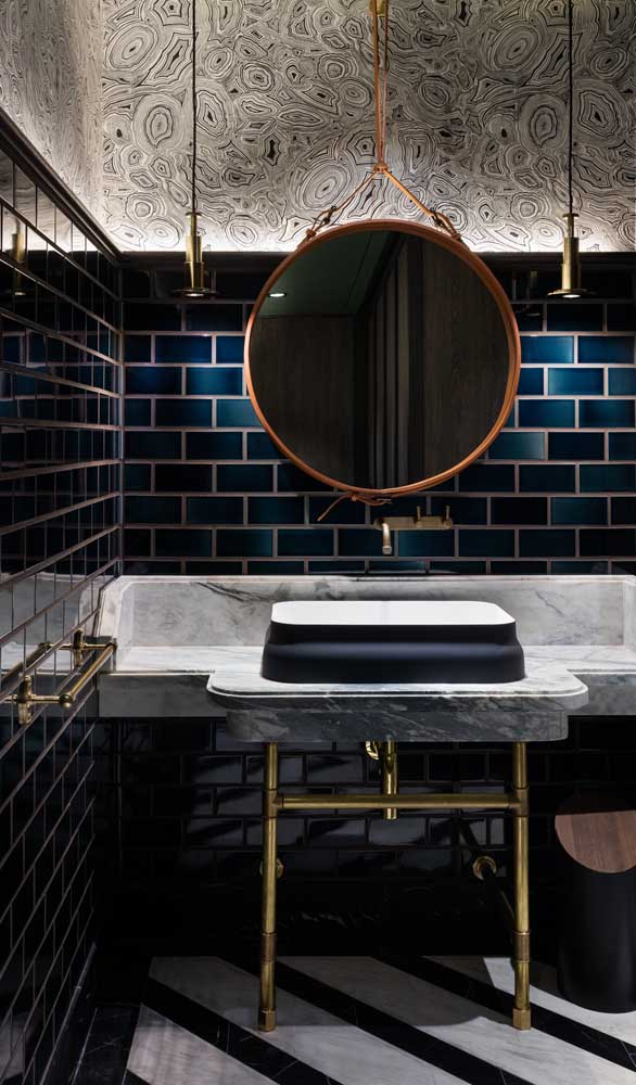 Espelho Adnet com moldura de cobre para o banheiro moderno e super conceitual