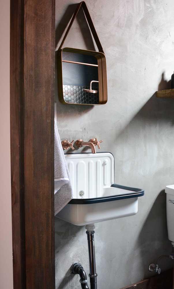 Espelho Adnet bronze em formato quadrado para o banheiro