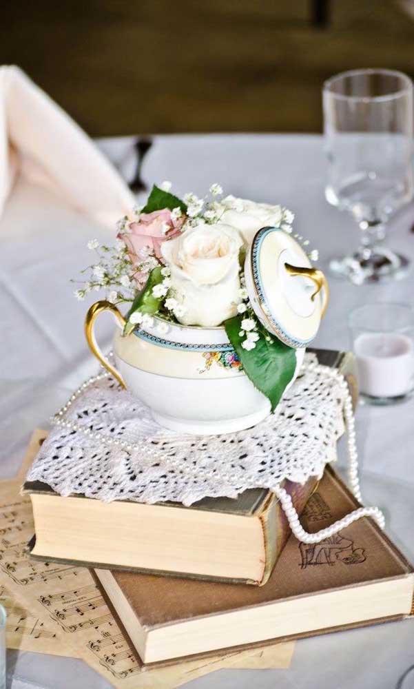 Centro de mesa delicado para a festa de bodas de pérola