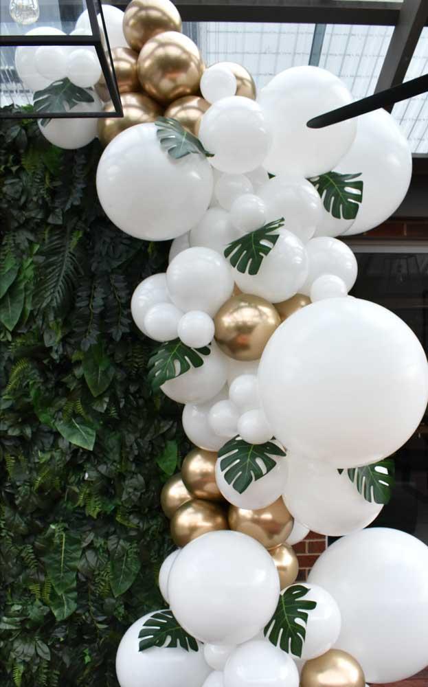 Um pouco de dourado para glamorizar a festa de bodas de pérola