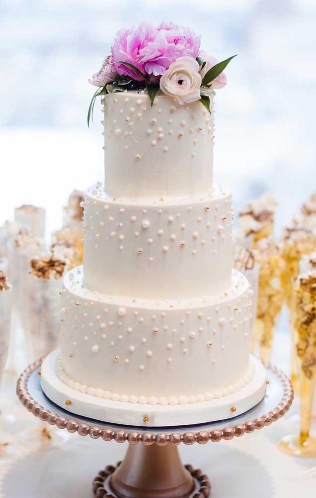 Bolo de bodas de pérola com três andares