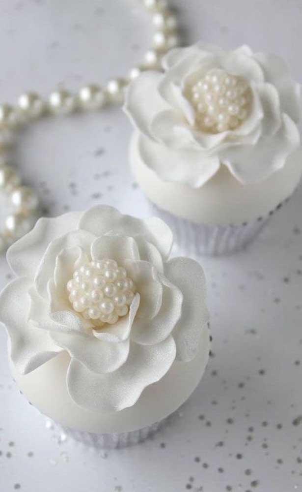 Um primor esses cupcakes decorados com mini pérolas
