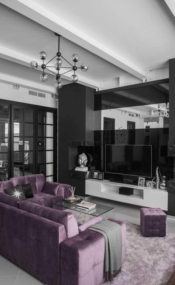 Moderna e sofisticada na medida com o sofá roxo de tom claro