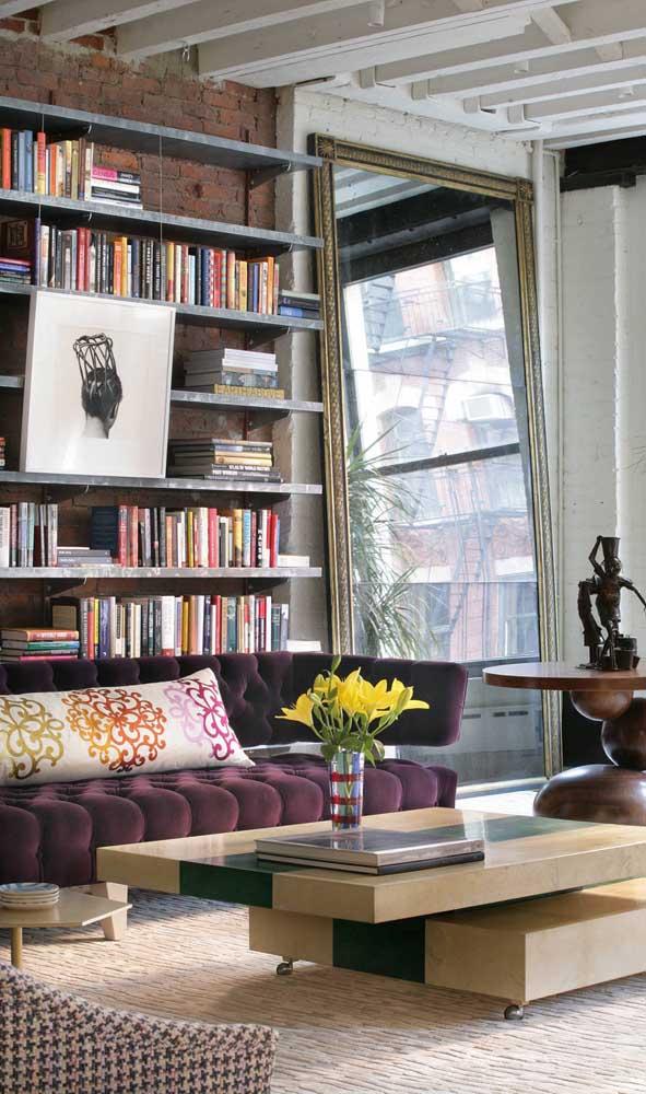 Elegância, charme e estilo com esse modelo de sofá roxo