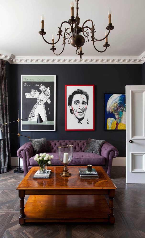 Sofá roxo chesterfield para a sala de estar contemporânea