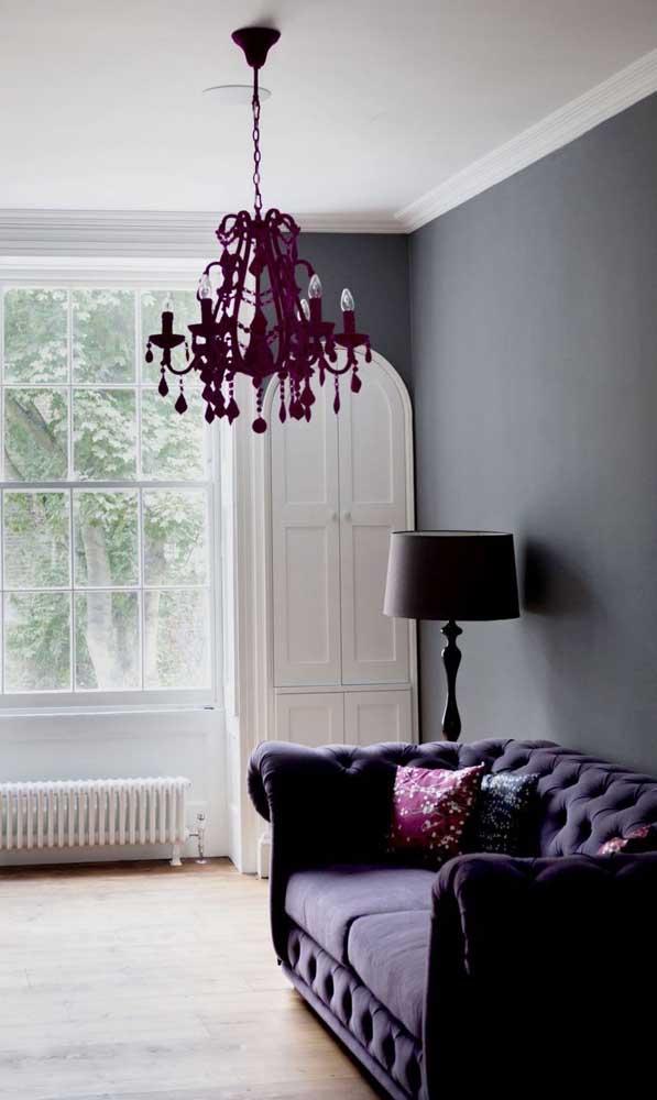 Um luxo esse sofá chesterfield em tom de roxo! Qualquer sala fica muito mais bonita e elegante com ele