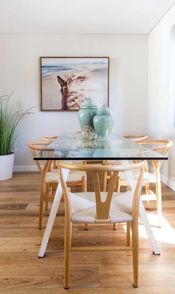 A espessura do tampo de vidro varia de acordo com o tamanho da mesa