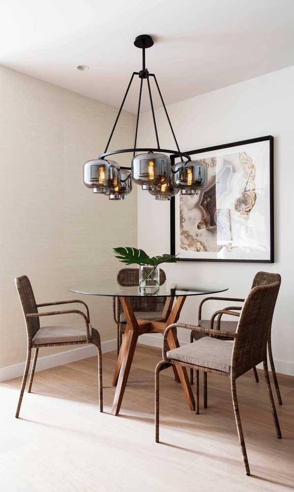 Mesa de vidro redonda pequena e simples valorizada pela luminária