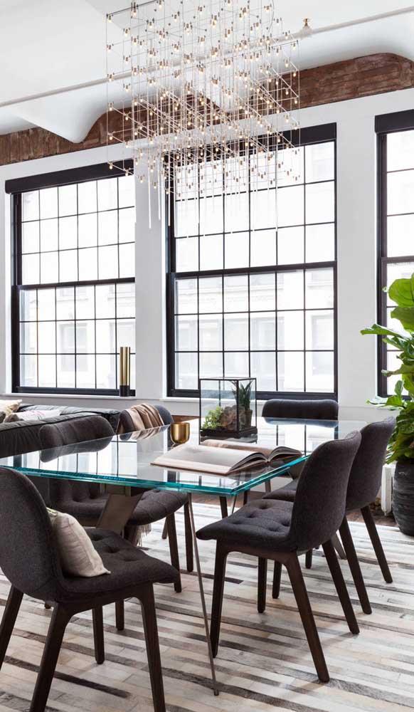 Mesa com tampo de vidro temperado e espessura acima do usual