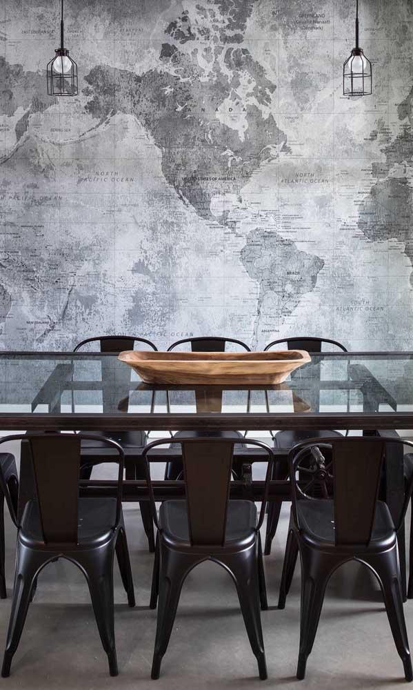 Mesa de vidro seis lugares com borda lateral marrom, seguindo o padrão das cadeiras