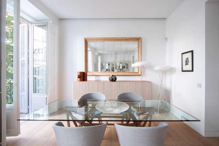 Mesa de jantar de vidro: vantagens, como escolher e dicas