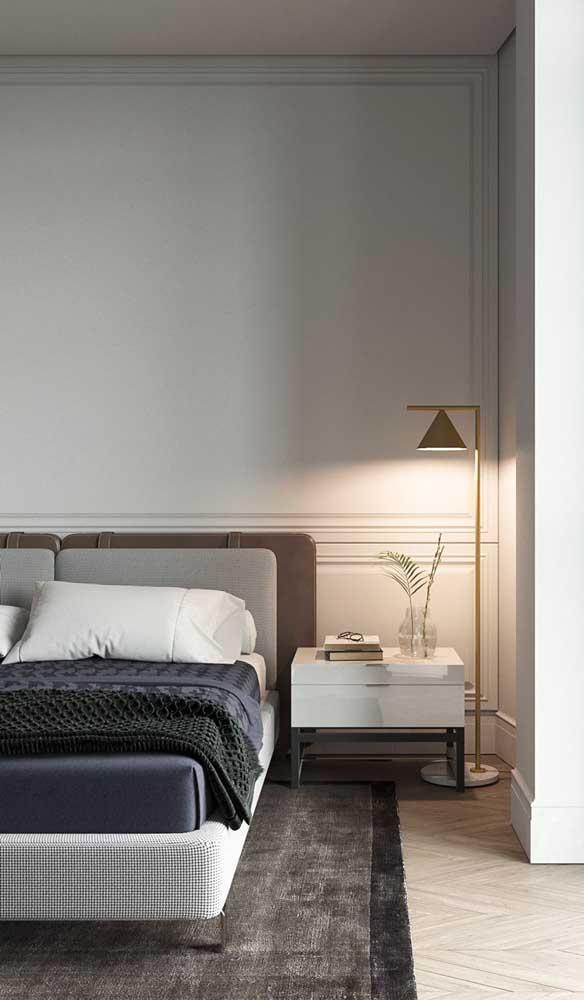 Já o abajur de chão é perfeito para criar um clima acolhedor e confortável no quarto