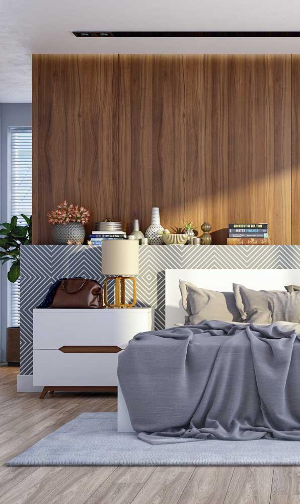 Abajur com base de madeira e cúpula de tecido cru: ideal para o quarto de estilo clean e neutro