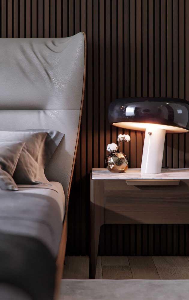Modelo de abajur bem moderninho que traz conforto para a leitura na cama