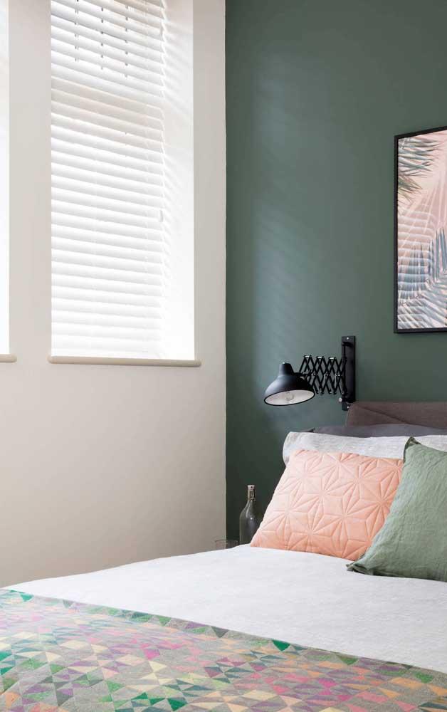 Toque de graça e estilo no quarto com esse modelo de abajur de parede ajustável