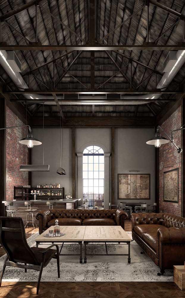 Se você ama uma decor de estilo industrial nem pense duas vezes: insira um Chesterfield no ambiente