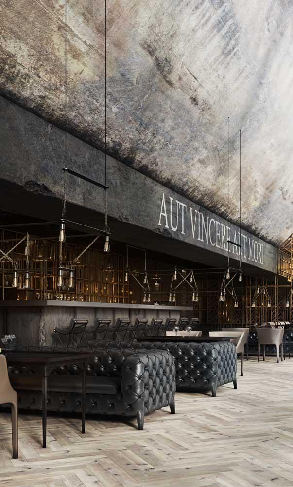 A inspiração aqui vai para os donos de bares e restaurantes: já pensou receber os clientes em um Chesterfield?