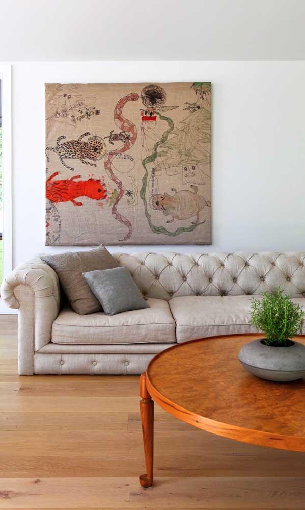 Se o couro e o veludo não te agradam muito, você pode optar por um sofá Chesterfield de linho