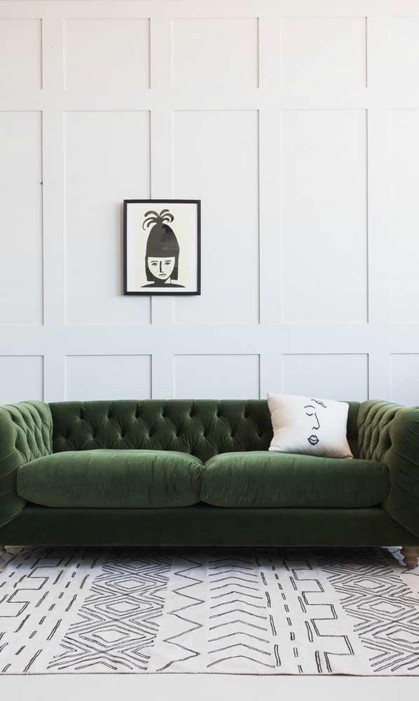Não muito comum, mas surpreendente: sofá Chesterfield de veludo verde