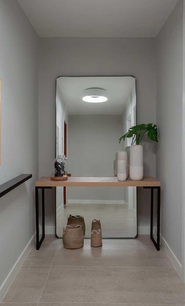 Espelho grande simples sem moldura para o hall de entrada