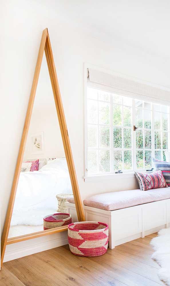 """Espelho triangular para causar aquele efeito """"Uau"""" na decoração"""