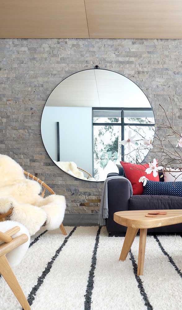 Que tal um lindo e moderno espelho redondo grande para a sala de estar?