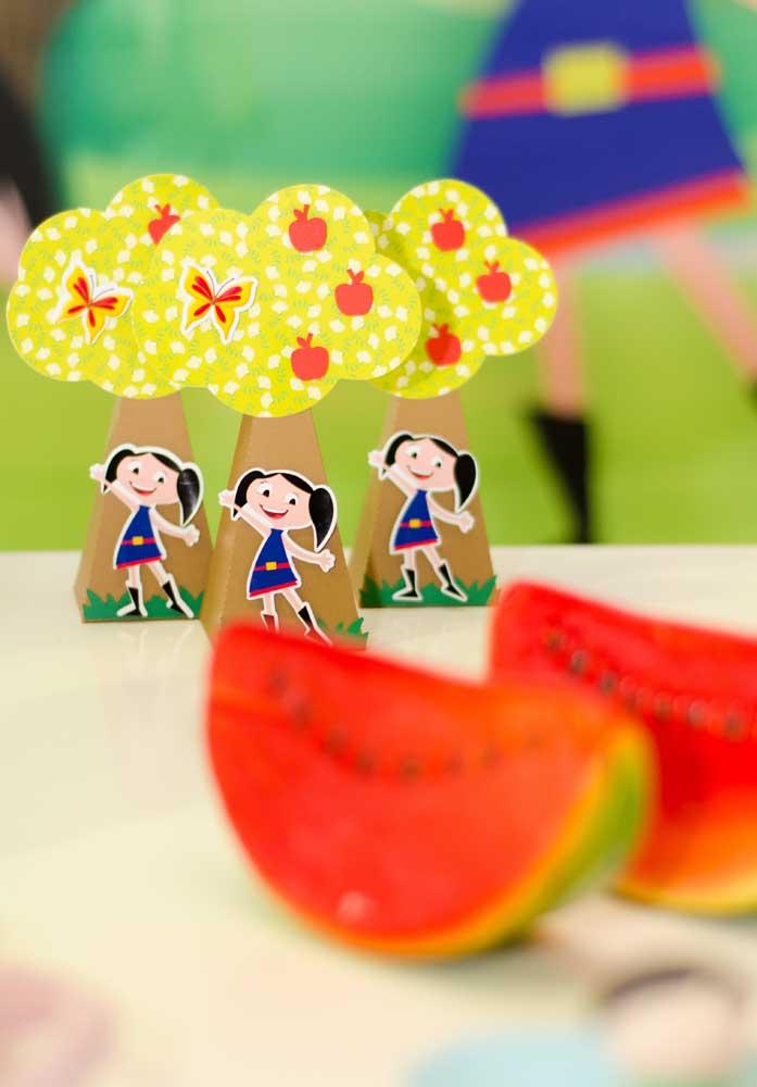Você mesmo pode fazer os itens decorativos da festa Show da Luna.
