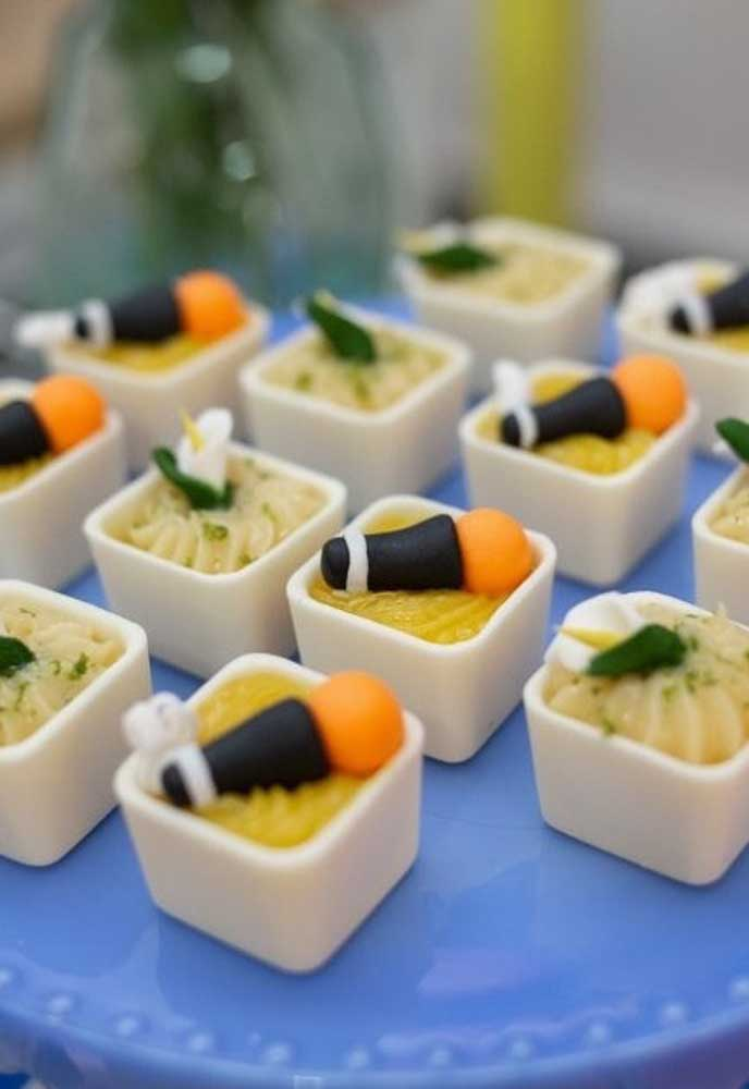 No cardápio Show da Luna escolha comidinhas práticas para servir os convidados.