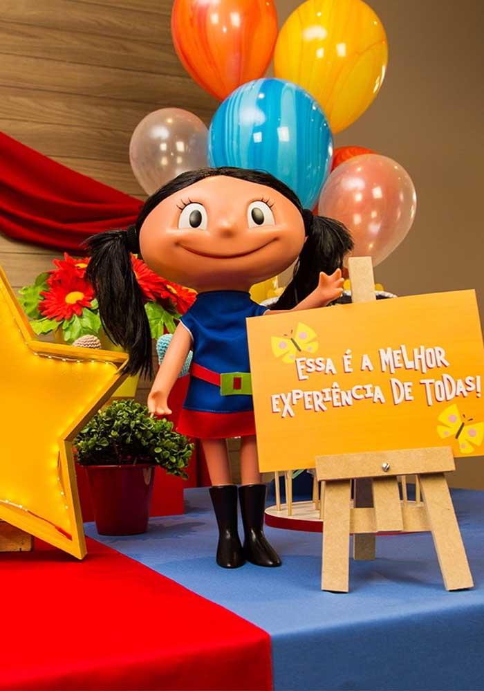 Você pode usar a bonequinha da personagem no centro de mesa Show da Luna.